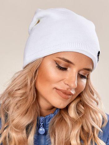 Biała damska czapka beanie