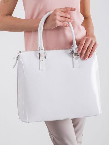Biała elegancka torebka ze skóry