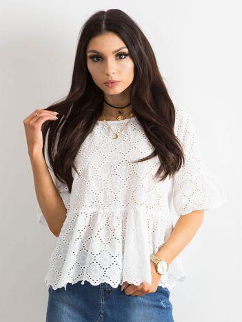 Biała haftowana bluzka z falbaną