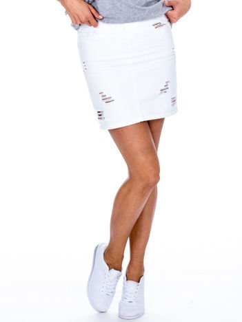 Biała jeansowa spódnica z rozdarciami