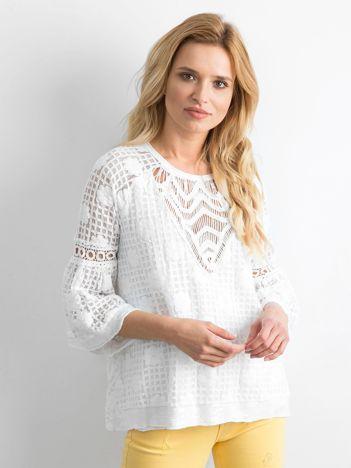 Biała koronkowa bluzka z szerokimi rękawami