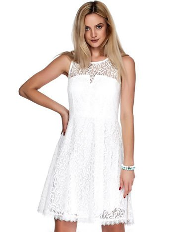 Biała koronkowa sukienka z trójkątnym wycięciem na plecach