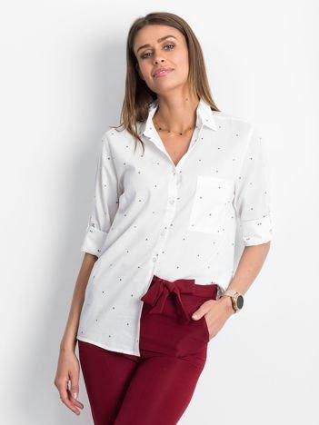 Biała koszula w drobne wzory