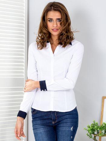Biała koszula w paski z kontrastowymi mankietami