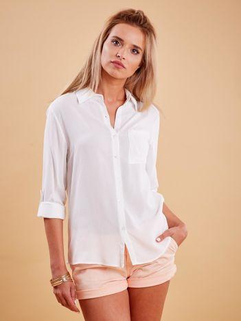 Biała koszula z haftowanym flamingiem z tyłu
