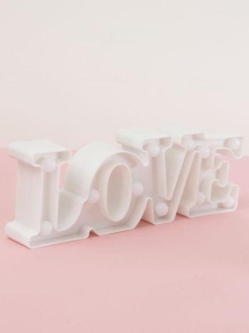 Biała lampka LED w kształcie napisu LOVE