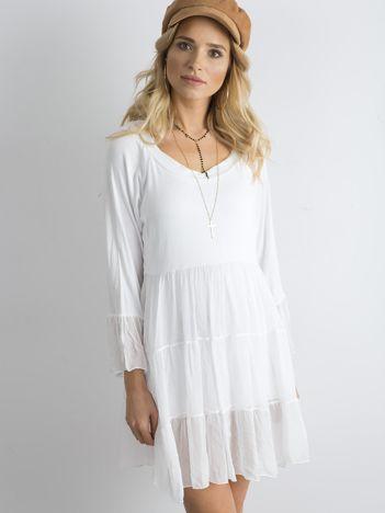 Biała luźna sukienka