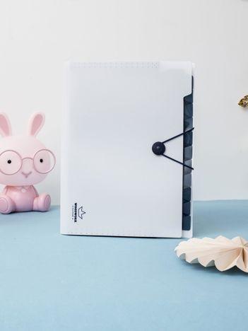 Biała plastikowa teczka na dokumenty