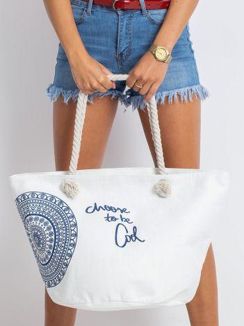 Biała pleciona torba z nadrukiem