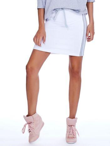 Biała spódnica z lampasami