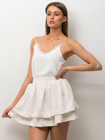 Biała spódnica z warstwowymi falbanami