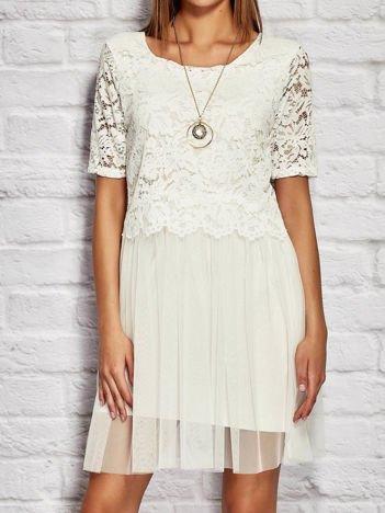 Biała sukienka koktajlowa z koronkową górą