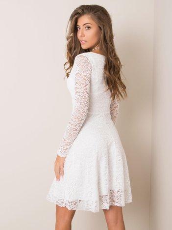 Biała sukienka koronkowa Calumi SUBLEVEL