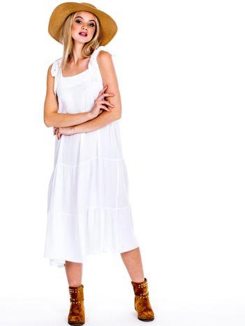 Biała sukienka wiązana na ramionach