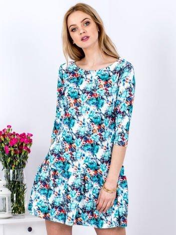 Biała sukienka  z szeroką falbaną i motywem kwiatowym
