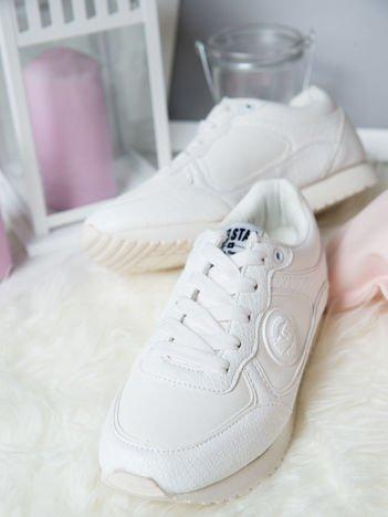 Białe buty sportowe Big Star ze skórzanymi wstawkami i tłoczeniami w skórę węża na sprężystej podeszwie