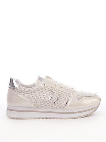 Białe buty sportowe z ażurową cholewką i perłową poświatą