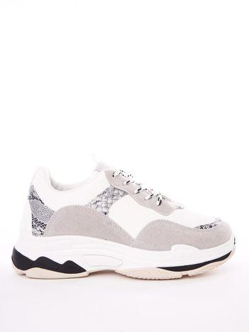 Białe buty sportowe z elastyczną podeszwą  wężowymi stawkami i kolorowymi sznurówkami