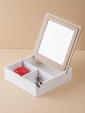 Białe pudełko z lusterkiem