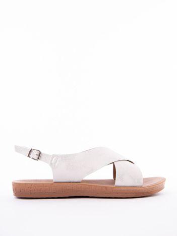 Białe sandały Mulanka z tłoczoną fakturą