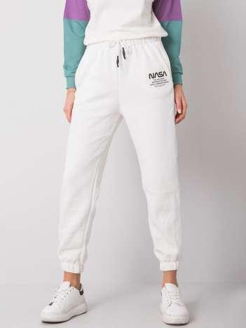 Białe spodnie Brigitta