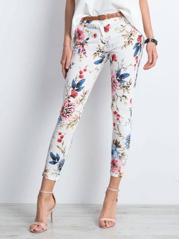 Białe spodnie Gathered