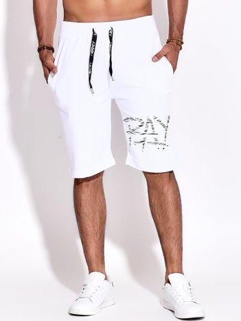Białe szorty męskie sportowe z kieszeniami i aplikacją