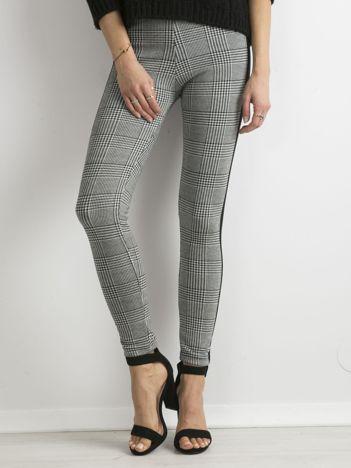 Biało-czarne legginsy w kratkę z lampasami