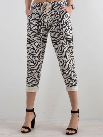 Biało-czarne spodnie z motywem zwierzęcym