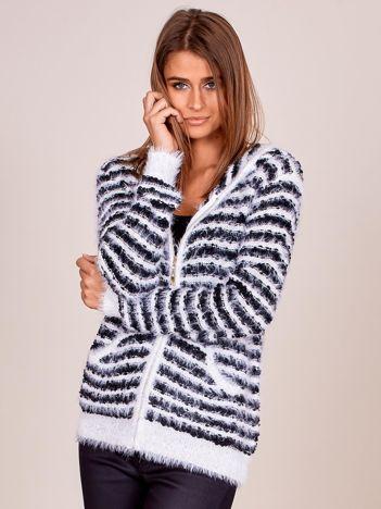 Biało-czarny rozpinany sweter w paski z kapturem