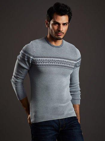 Biało-granatowy sweter męski z modułem w etniczne wzory
