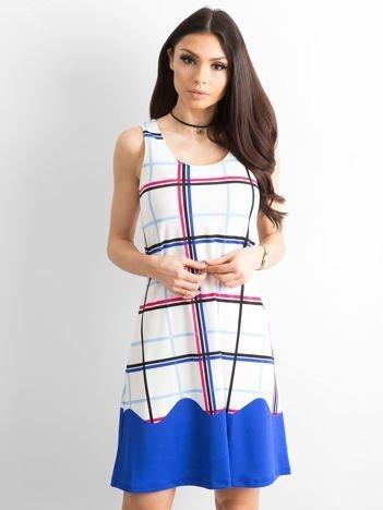 Biało-niebieska sukienka w kolorową kratę