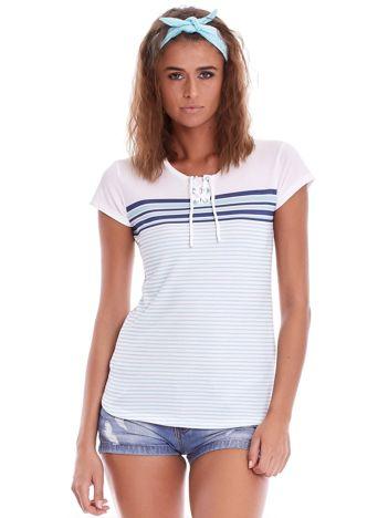 Biało-niebieski t-shirt w paski