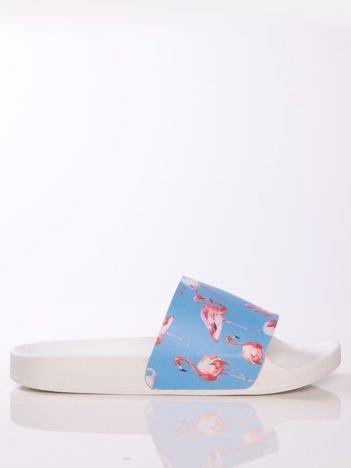 Biało-niebieskie klapki z ozdobnym nadrukiem w flamingi