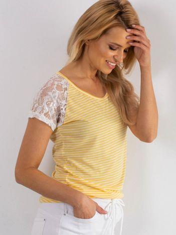 Biało-żółty t-shirt w paski