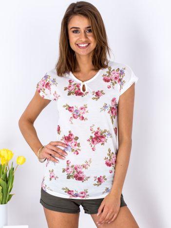 Biały kwiatowy t-shirt