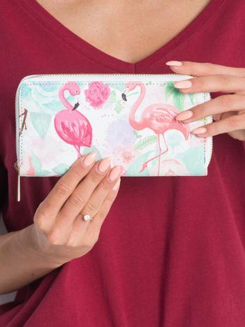 Biały portfel we flamingi