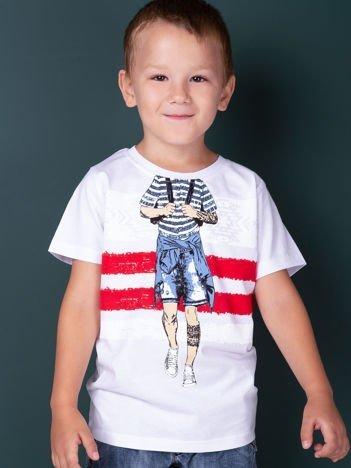 Biały t-shirt dla chłopca z nadrukiem
