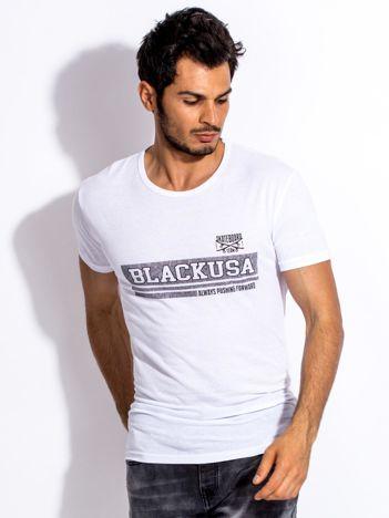 Biały t-shirt męski z poziomym napisem