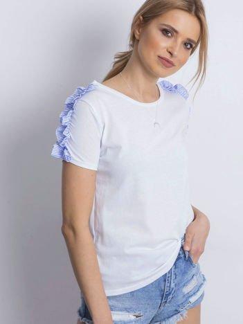 Biały t-shirt z falbankami na rękawach