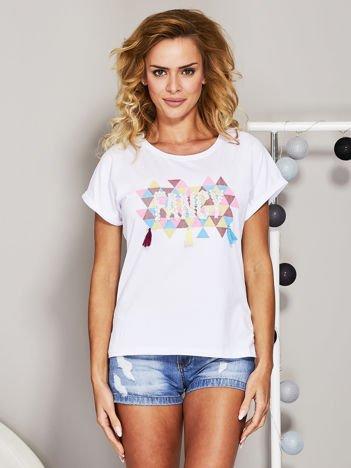 Biały t-shirt z koralikową aplikacją