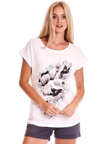 Biały t-shirt z motywem roślinnym