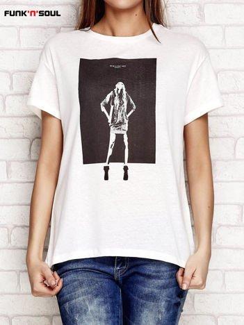 Biały t-shirt z nadrukiem dziewczyny FUNK N SOUL