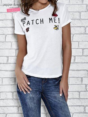 Biały t-shirt z napisem PATCH ME
