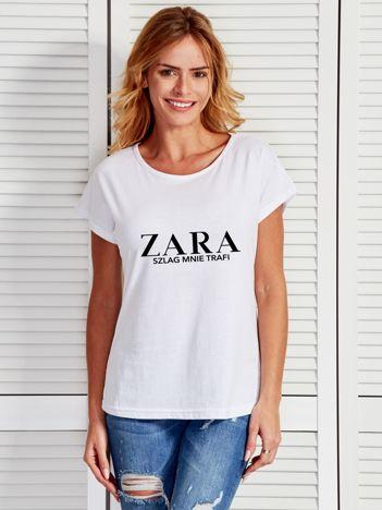 Biały t-shirt z napisem ZARA SZLAG MNIE TRAFI