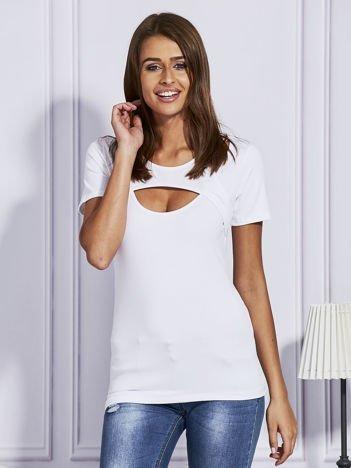 Biały t-shirt z ozdobnym dekoltem