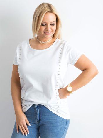 Biały t-shirt z perełkami PLUS SIZE