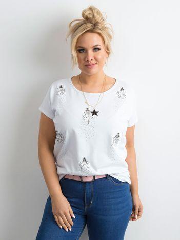 Biały t-shirt z perełkami i dżetami PLUS SIZE