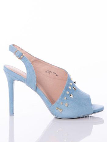 Błękitne sandały z asymetryczną cholewką i złotymi ćwiekami