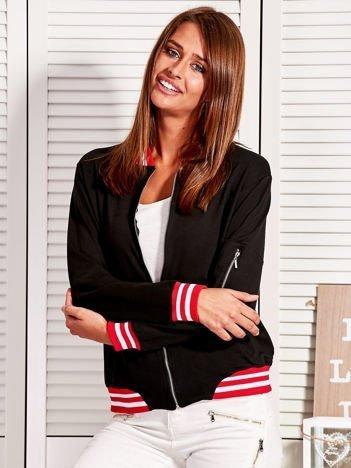 Bluza damska z kontrastowymi ściągaczami i naszywkami czarna